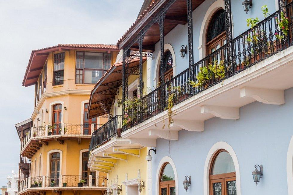 El barrio más antiguo y pequeño de Panamá, es conocido por su hermosa arquitectura y vibrante vida nocturna. Además, sus fachadas en tonos pastel darán a las fotografías ese toque histórico que atrapará a seguidores.