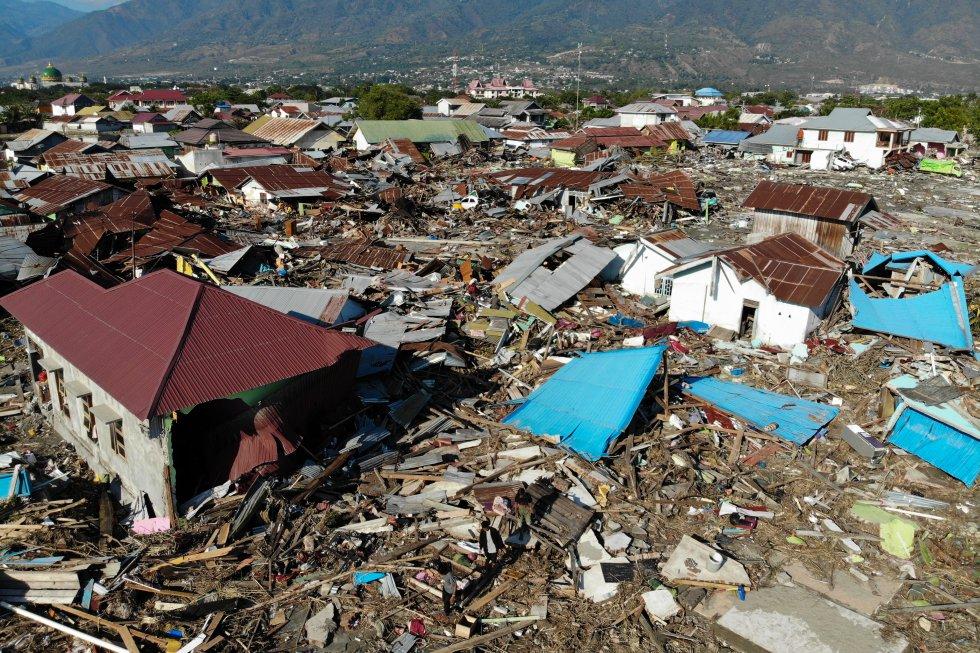 Una vista aérea muestra el terremoto y el tsunami devastado en el vecindario de Palu, Sulawesi Central de Indonesia, el 1 de octubre de 2018.