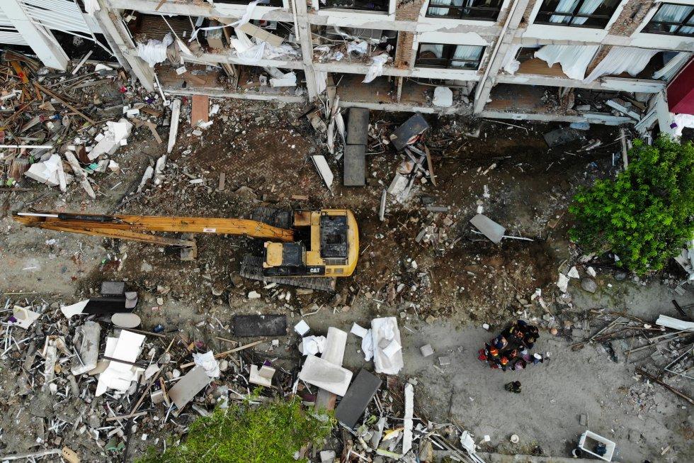 Un total de 1,424 personas han sido confirmadas como muertas y más de 2,500 heridas luego del terremoto que azotó el monstruo, enviando olas destructivas a la isla de Sulawesi.