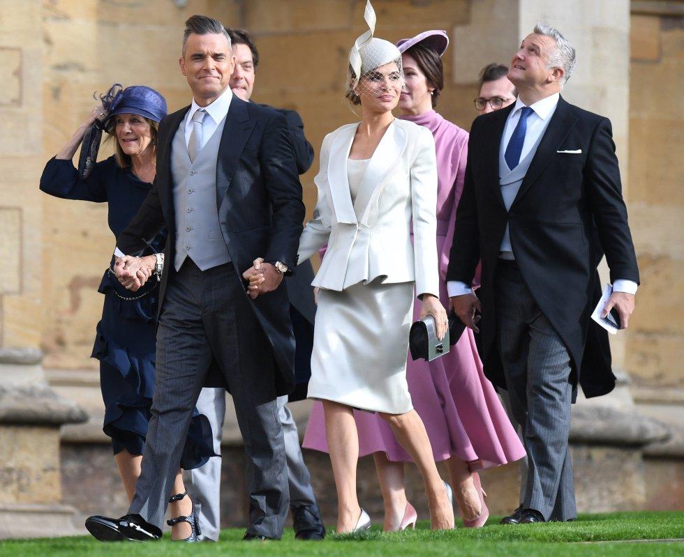 El cantante británico Robbie Williams y su mujer, Ayda Field  a su llegada a la capilla de San Jorge en Windsor