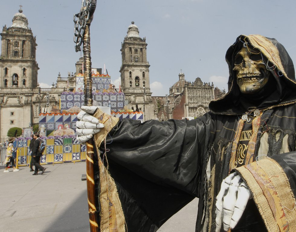 La celebración del Día de Muertos se divide en dos partes: el 1 de noviembre, que es el Día de Todos los Santos y el 2 de noviembre, que se festeja el Día de Muertos.