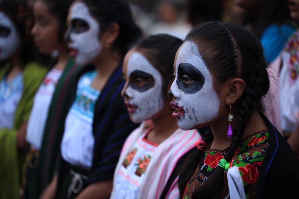 Según las tradiciones aztecas, en el más allá había 13 cielos y nueve infiernos, cuando una persona moría se iba a un cielo diferente dependiendo de las cosas que habían hecho