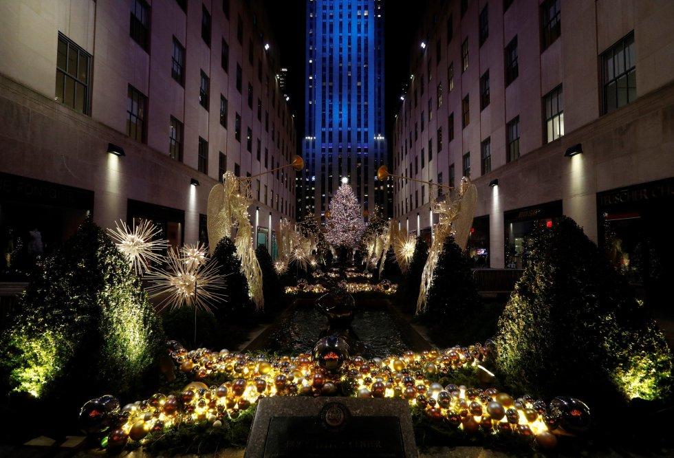 El Árbol de Navidad del Rockefeller Center se ilumina durante la ceremonia anual de iluminación en el Rockefeller Center en Nueva York, Nueva York, EE. UU., el 28 de noviembre de 2018.
