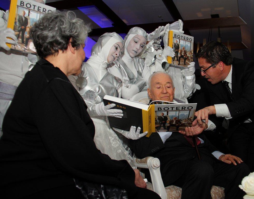 Belisario Betancur en el lanzamiento del libro 'Selling Botero' de Felipe Grinberg