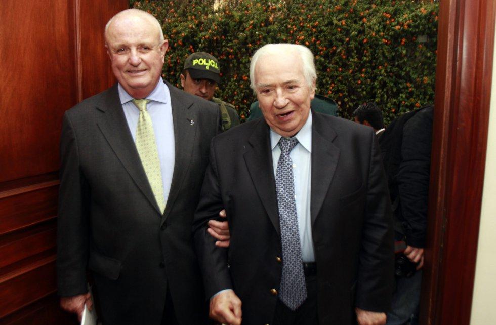 El expresidente Belisario Betancur recibió la nacionalidad española de manos del Embajador de España en Colombia Nicolas Martin Cinto.