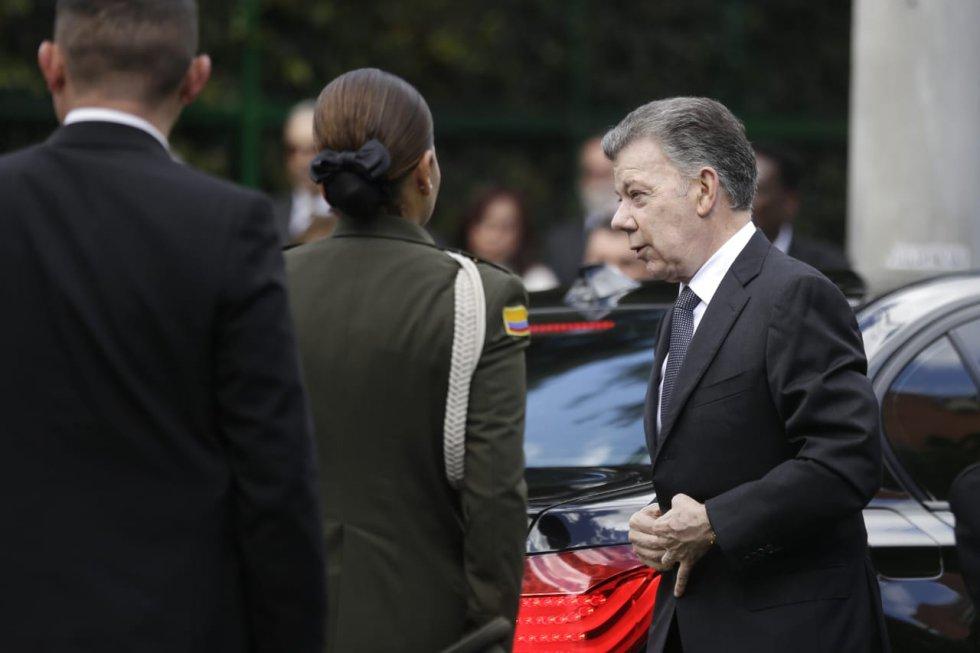 Exequias de Belisario Betancur reúnen a varias personalidades en el Gimnasio Moderno de Bogotá. El expresidente será sepultado en el cementerio Jardines del Recuerdo.