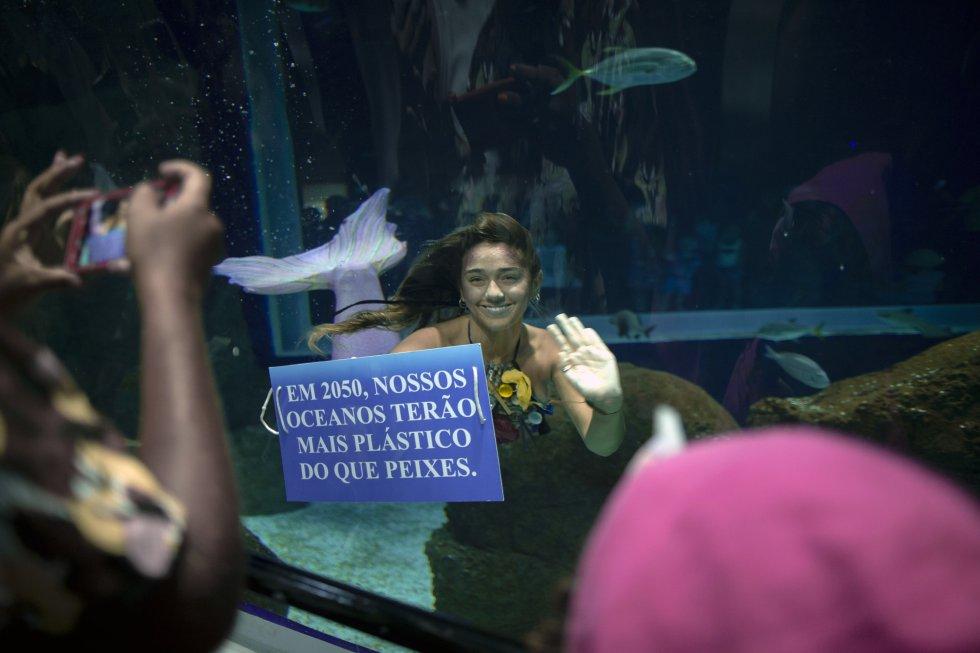 """Mensajes: """"La basura es la gran villana de los mares"""" y """"Usted es responsable de su basura"""", dicen algunos de ellos."""
