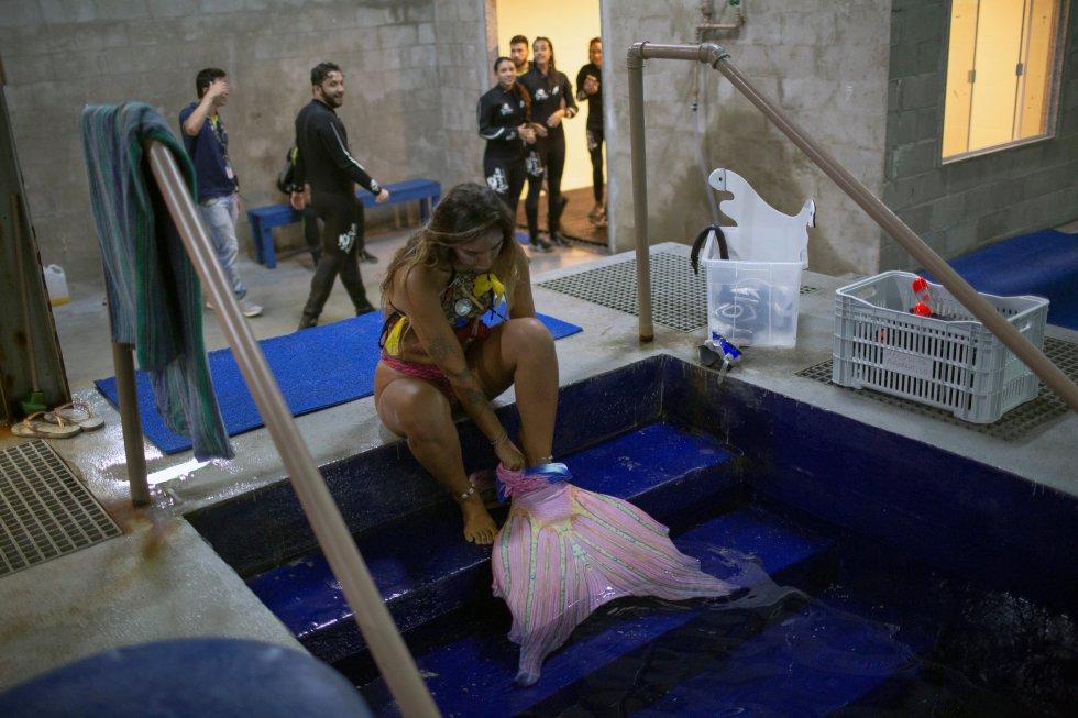 """""""No queríamos que fuese solo un espectáculo de mujeres vestidas de sirenas lanzando besos, sin transmitir ninguna educación al público"""", explica Paulo Salomao, un biólogo educador del Acuario de Rio de Janeiro."""
