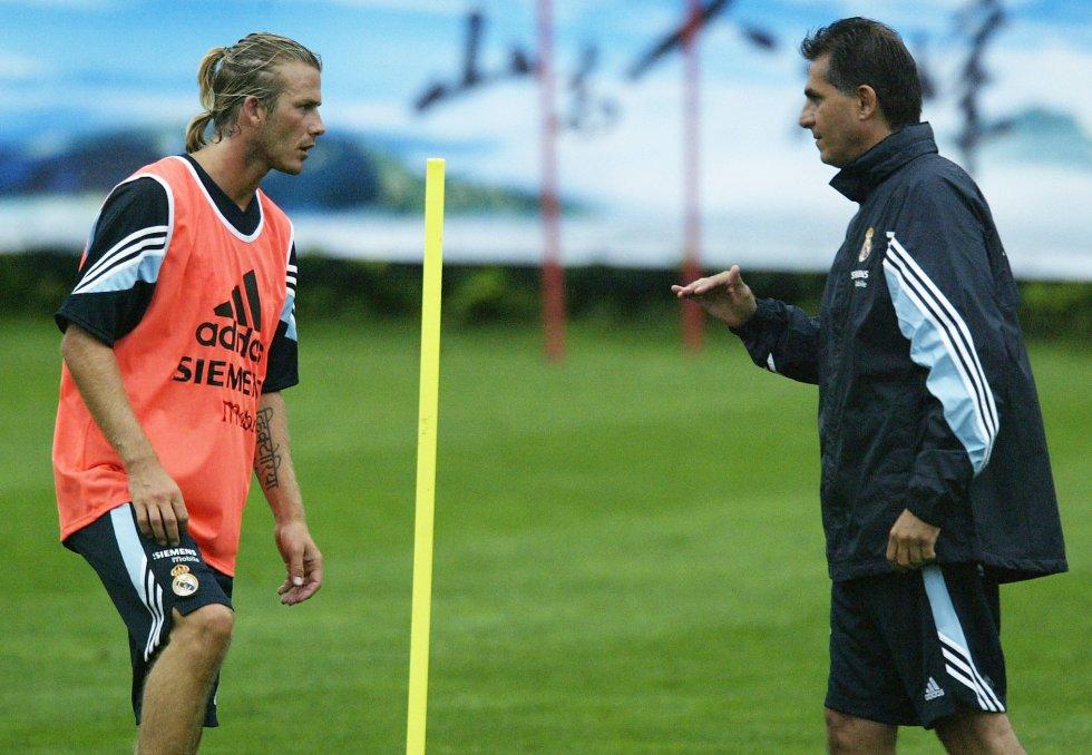 Queiroz dando indicaciones a David Beckham