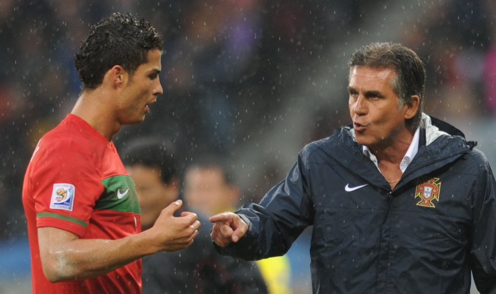 Queiroz dando indicaciones a Cristiano Ronaldo