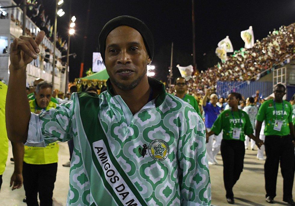 Ronaldinho también disfruta de la fiesta