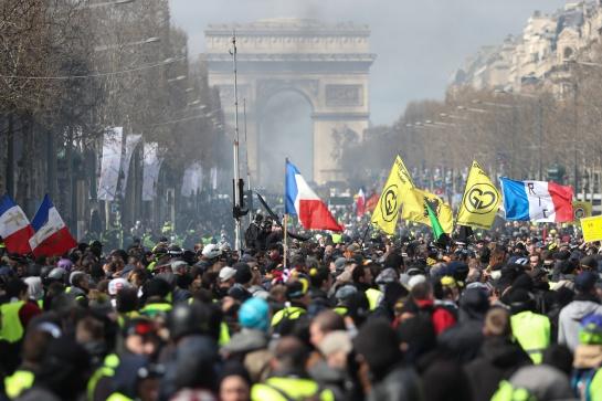 """Protesta de ''Chalecos amarillos'' en París: Choques y saqueos en nueva protesta de los """"chalecos amarillos"""" en París"""