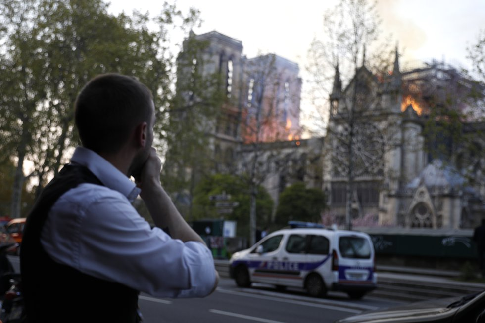 """""""Se acabó, no podremos volver a verla"""" [...] """"Ahora necesitamos saber cómo ha ocurrido. Con todo lo que está pasando en el mundo ¿por qué Notre Dame? Quizás es un mensaje divino"""""""