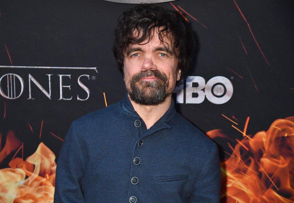 Fue el actor principal de reparto dentro de una serie de protagonistas europeos y británicos: Juego de Tronos. De hecho, fue él mismo George R.R. Martin, autor de la obra en la que se inspira la saga, quién eligió al actor para interpretar a Tyrion Lannister.