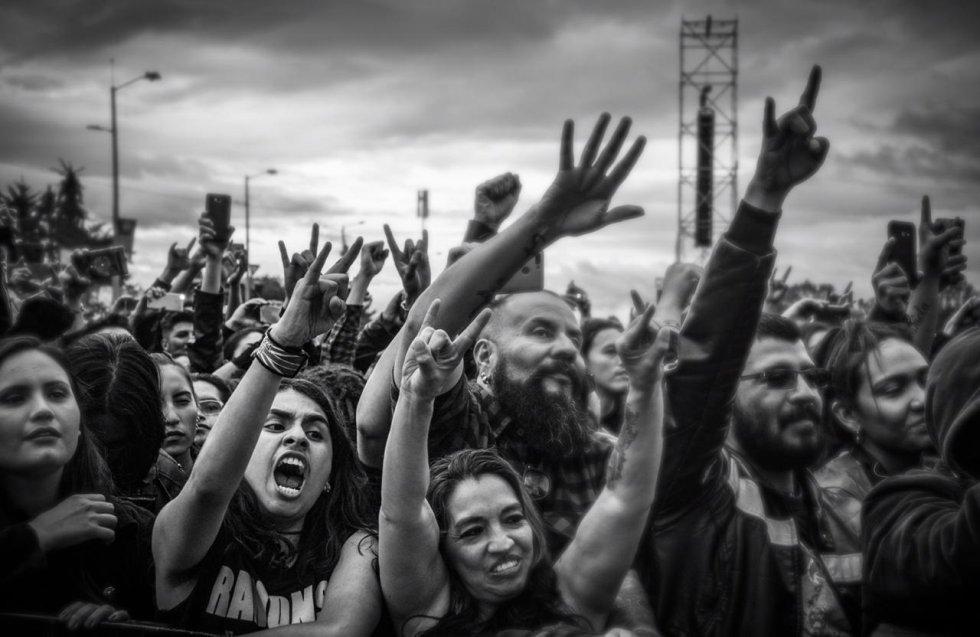 Presentación de Angra, banda de metal brasileña.