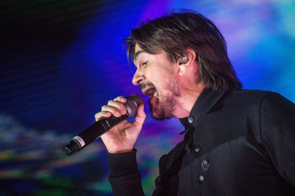El paisa hizo poguear a los asistentes con la canción 'Seek  and Destroy' de Metallica