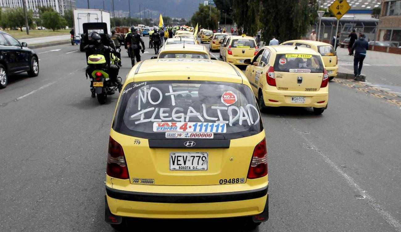 Taxistas vuelven a paro nacional por el transporte ilegal | Nacional |  Caracol Radio
