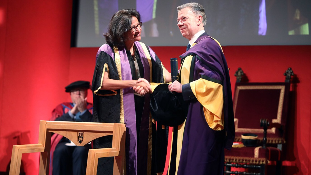 Juan Manuel Santos recibió honoris de causa de London School of Economics