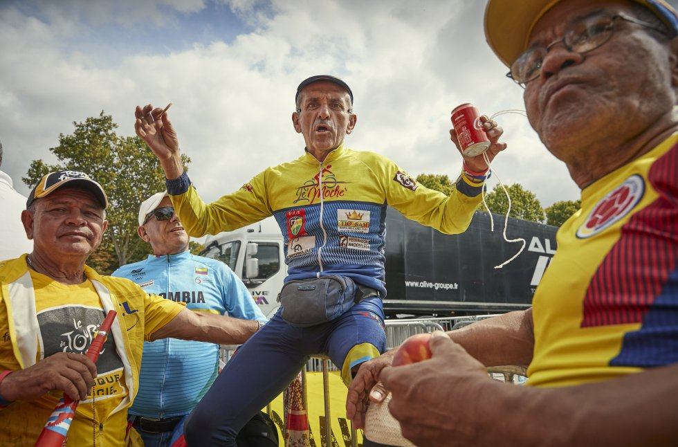 Tour de Francia: París es Colombia: las banderas y camisas se toman los Campos Elíseos