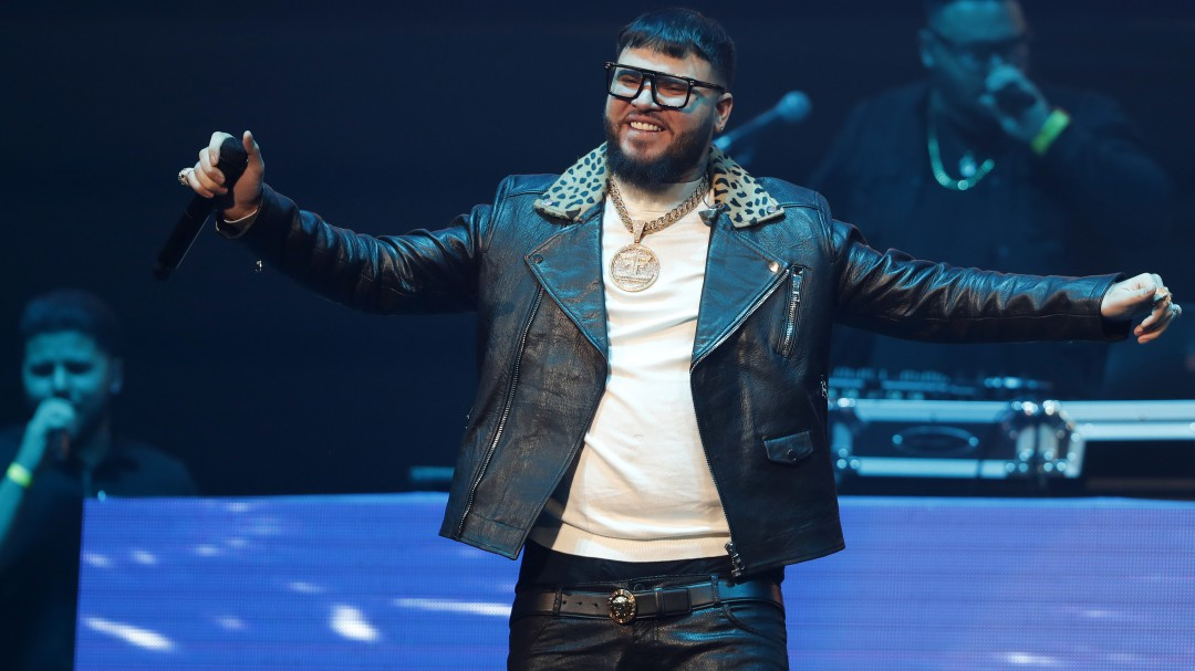 Video: ¿Farruko usa peluca?