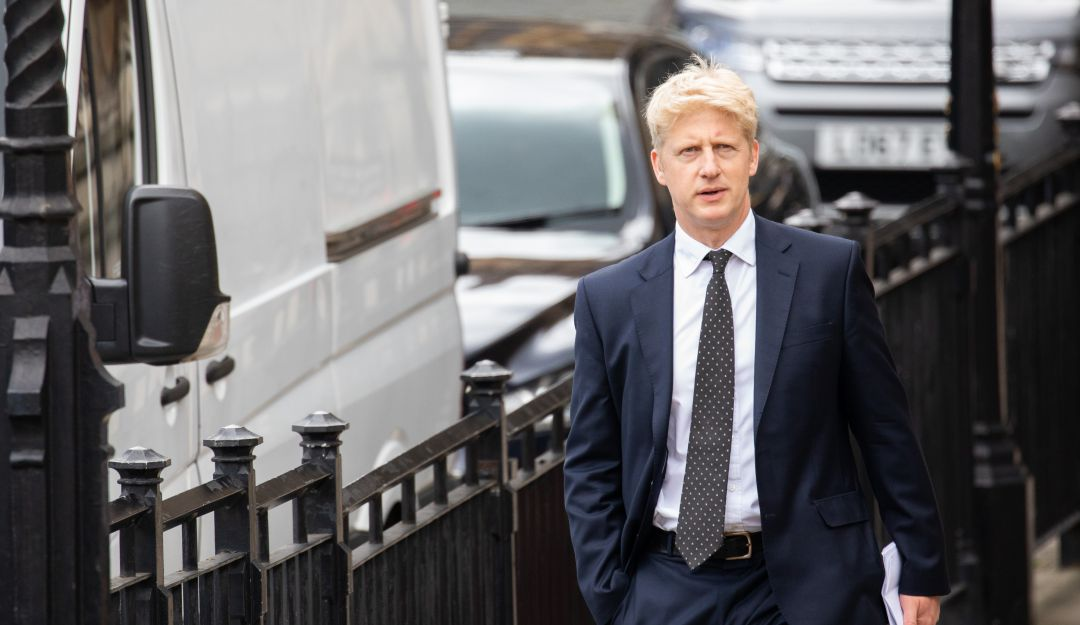 "Renuncia hermano de Boris Johnson: ""Tensiones irresolubles"" provocaron renuncia del hermano de Boris Johnson"