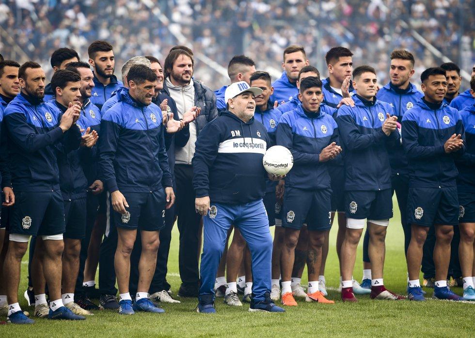 Presentación Maradona DT Gimnasia: Locura en La Plata por la presentación de Maradona como DT de Gimnasia