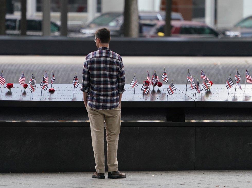 Cuatro aviones fueron dirigidos contra el World Trade Center en Nueva York, en donde fallecieron cerca de 3.000 personas y más de 6.000 personas resultaron heridas.