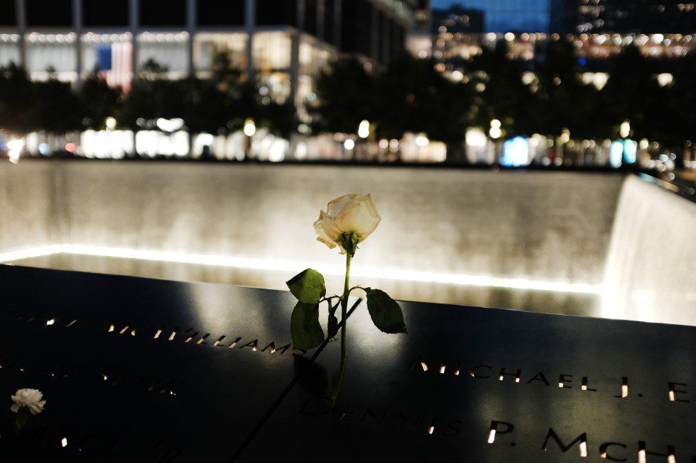Una de las dos piscinas conmemorativas del World Trade Center, que se encuentra en la huella exacta donde estaban las Torres Gemelas.