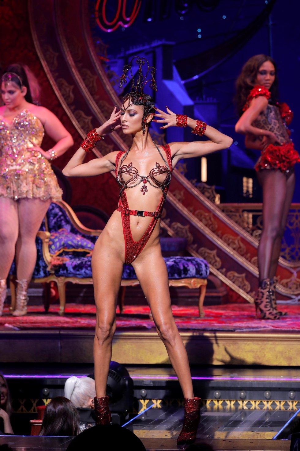 Presentación conjunta de Moulin Rouge! The Musical y pasarela de The Blonds.