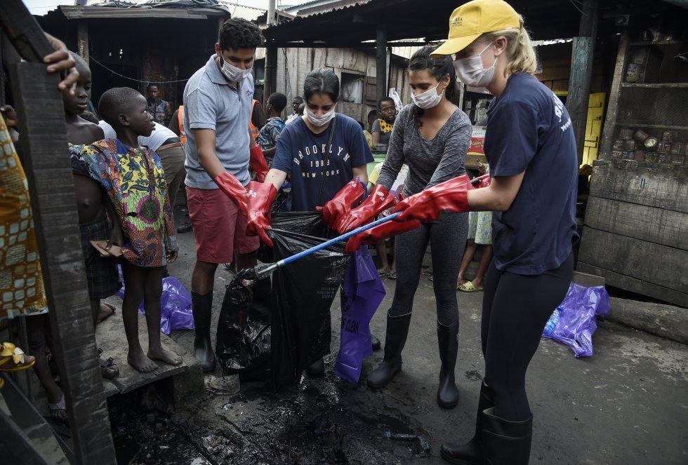 Nigeria. Limpieza en Makoko.