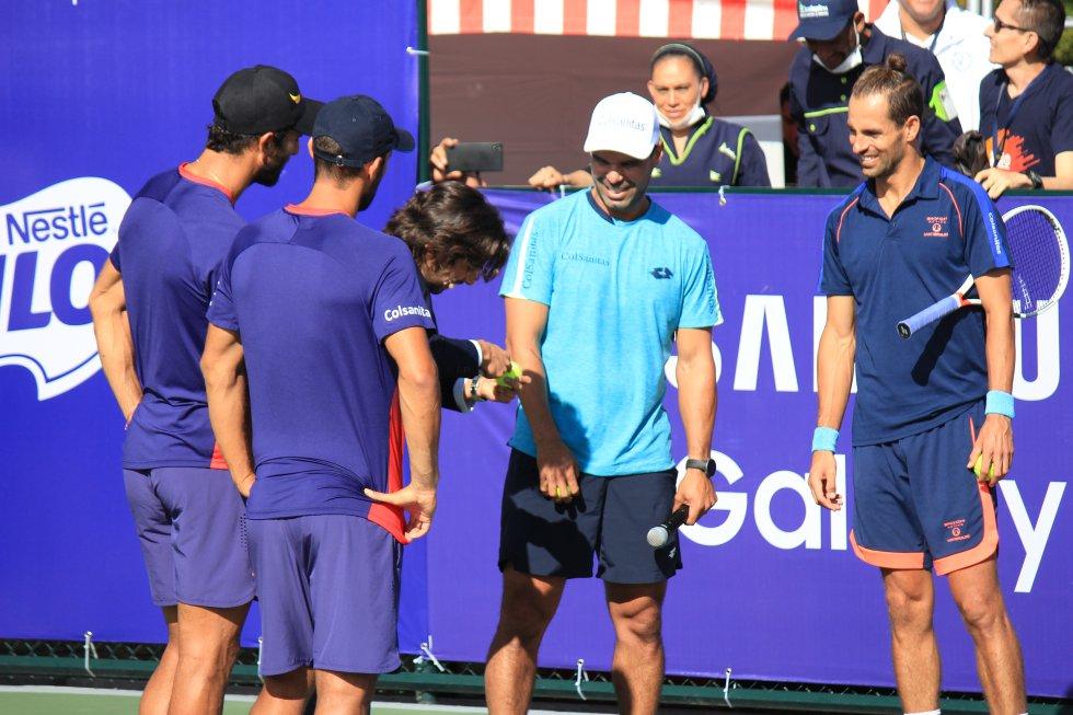 El buen ambiente en el campo de juego siempre estuvo presente entre los compañeros de la Selección Colombia de tenis y amigos.