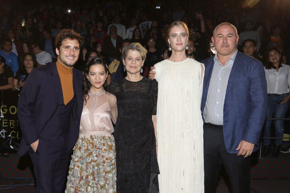 El elenco de 'Terminator: Destino Oculto': Diego Boneta, Natalia Reyes, Linda Hamilton, Mackenzie Davis y el director Tim Miller