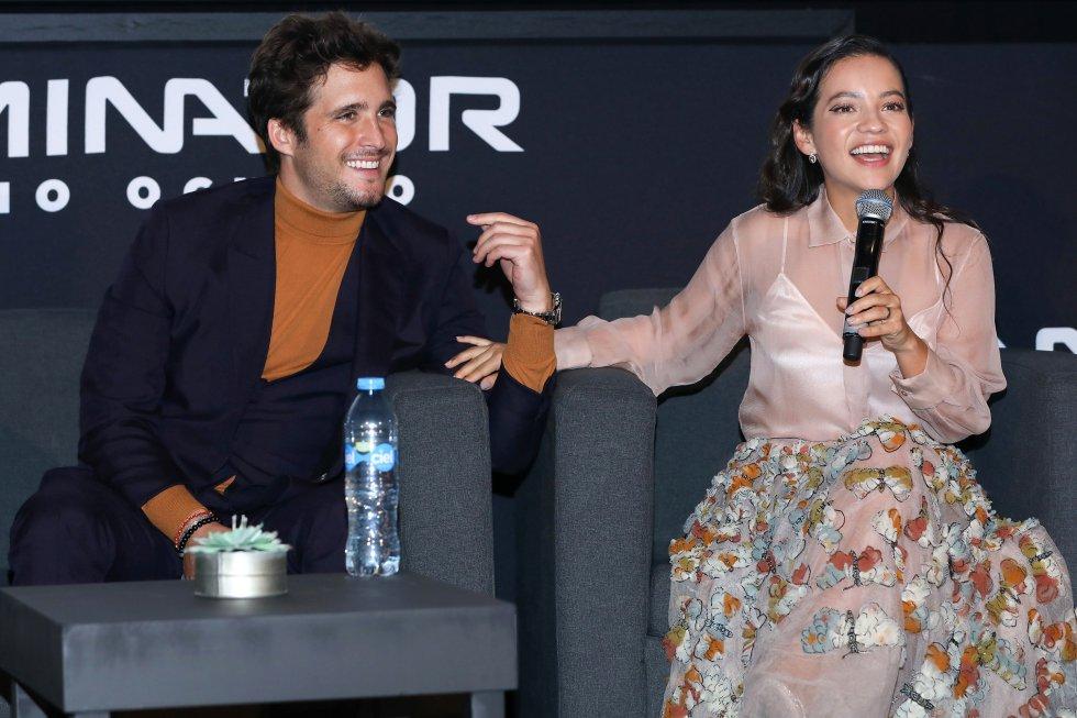 Diego Boneta en compañía de la actriz Natalia Reyes