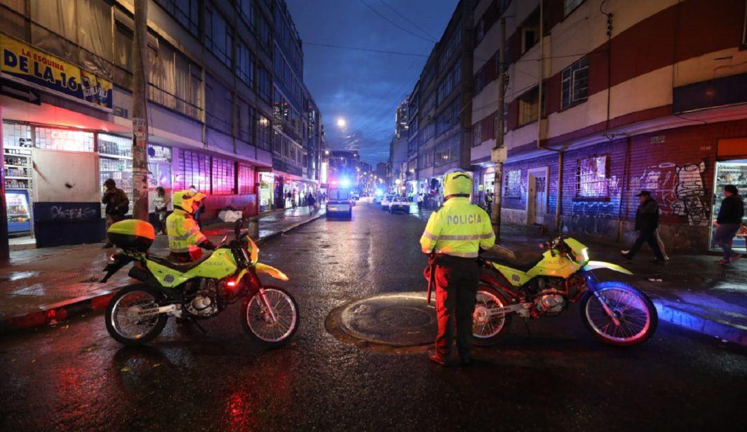 Resultado de imagen para policia bogota noche