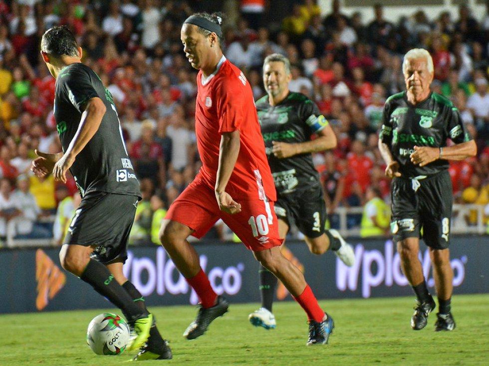 Despedida Ronaldinho en Colombia América de Cali vs Deportivo Cali: Las mejores imágenes de la despedida de Ronaldinho en Cali