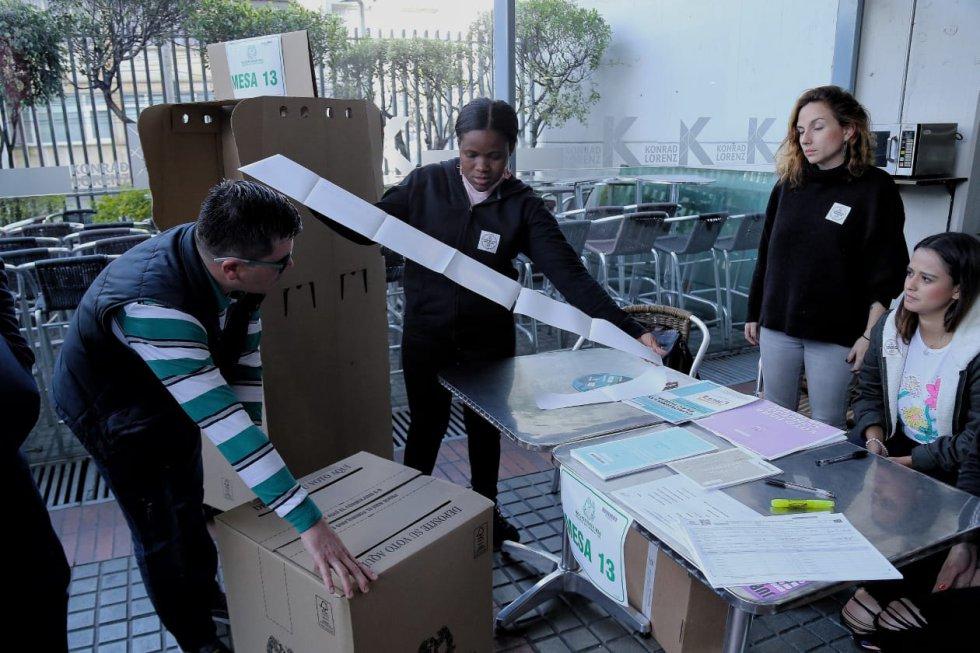A las ocho de la mañana se abrieron los puestos de votación.