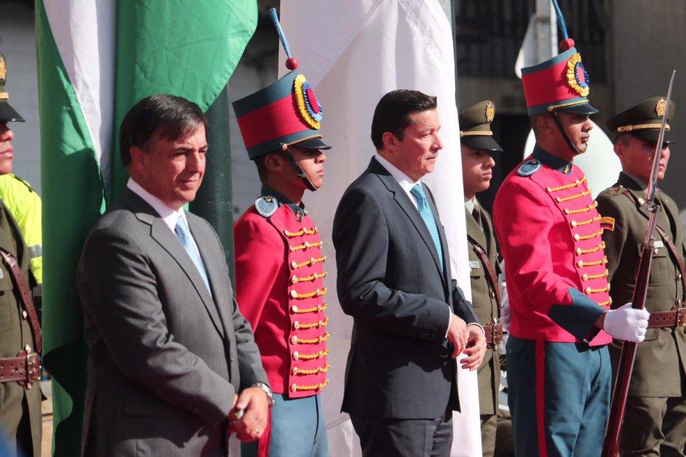 A esta hora el registrador nacional y el presidente del Consejo Nacional Electoral hacen presencia en la Plaza de Bolívar.