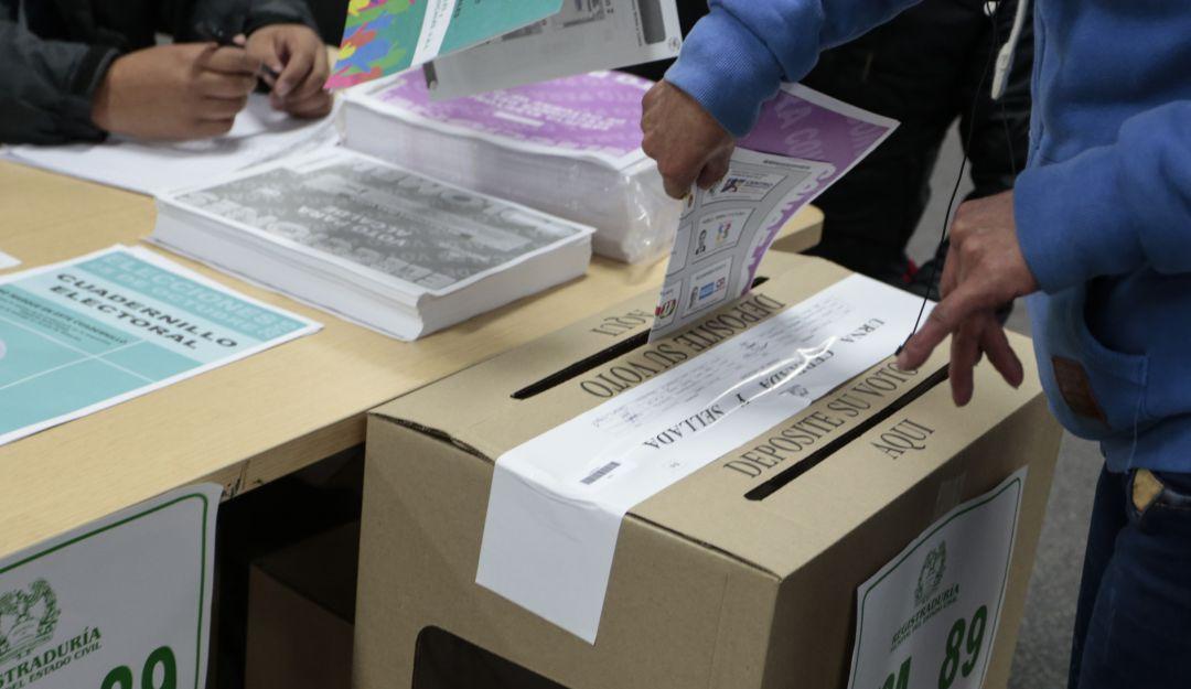 Elecciones Colombia 2019 beneficios de votar: ¡Cumplirle a la democracia  sirve! Aquí los beneficios que recibe por votar | Política | Caracol Radio