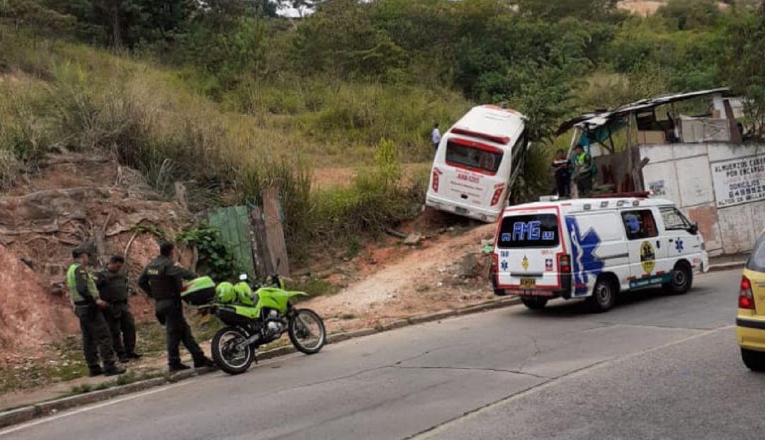 Deterioro de malla vial está generando accidentes - Caracol Radio