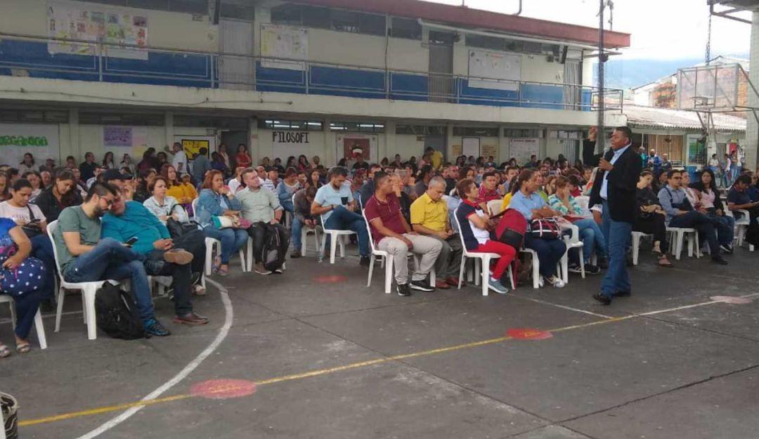 Anormalidad académica en Dosquebradas afecta a cerca de 30.000 estudiantes - Caracol Radio