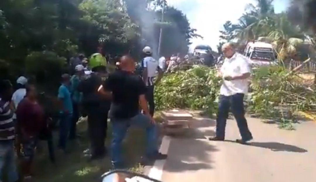 Bloquean la vía costanera que une a Córdoba y Sucre - Caracol Radio