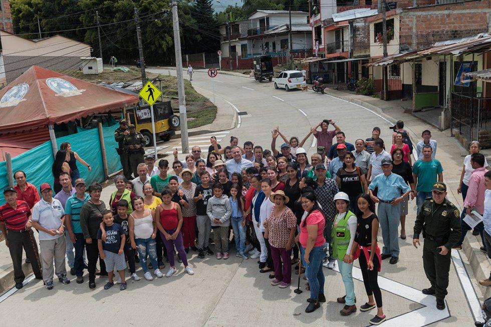 Vías Risaralda: [Fotos] Gobernación de Risaralda invierte en conectividad vial
