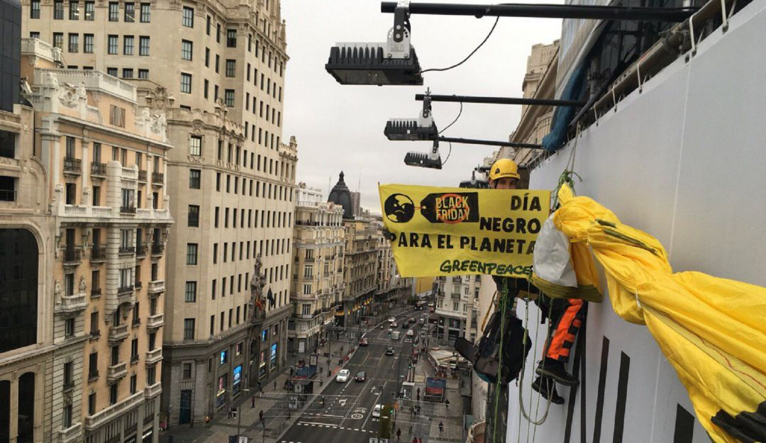 Black Friday activismo España: ¿Black Friday contra el planeta? Esto dice Greenpeace en España
