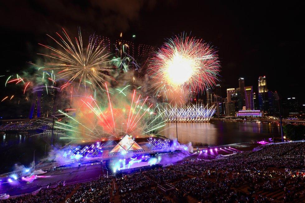 En Singapur no se quedaron atrás y se unieron a otros paises que celebran con fuegos artificiales.