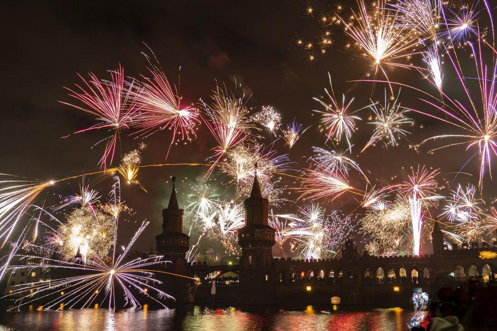El cielo de Berlín, Alemania, se iluminó el 1 de enero de este nuevo año