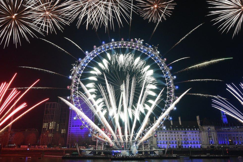 Desde el London Eye, los ingleses saludan al 2020.
