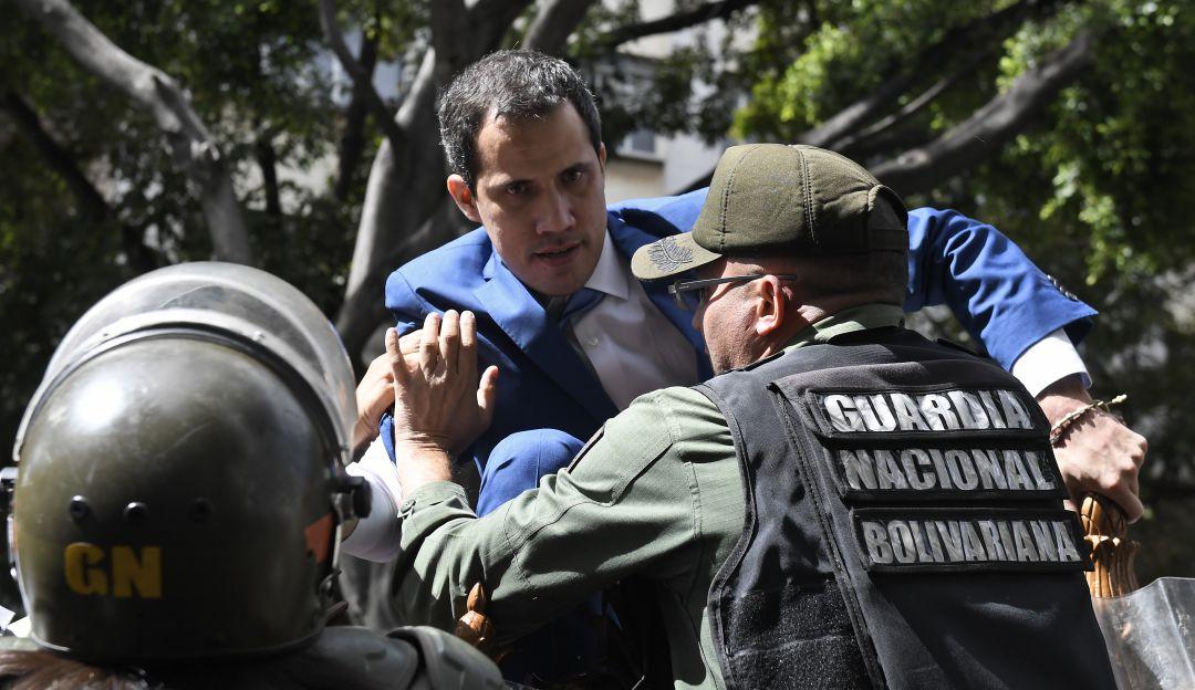 Resultado de imagen para La Guardia Nacional Bolivariana impidió este martes en un primer momento que Guaidó, ratificado el domingo c