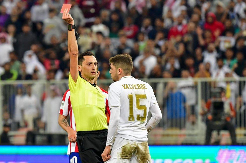 El uruguayo Federico Valverde fue expulsado tras una dura patada contra Morata en el minuto 115.