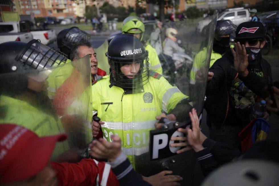 La polícia controla los disturbios
