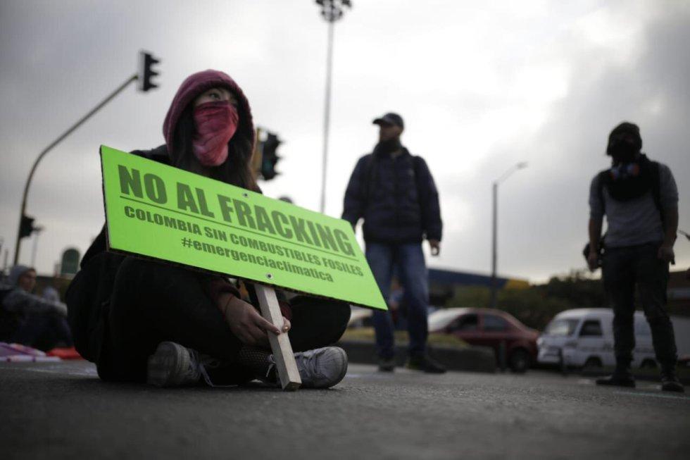 Jóvenes expresan su preocupación con carteles